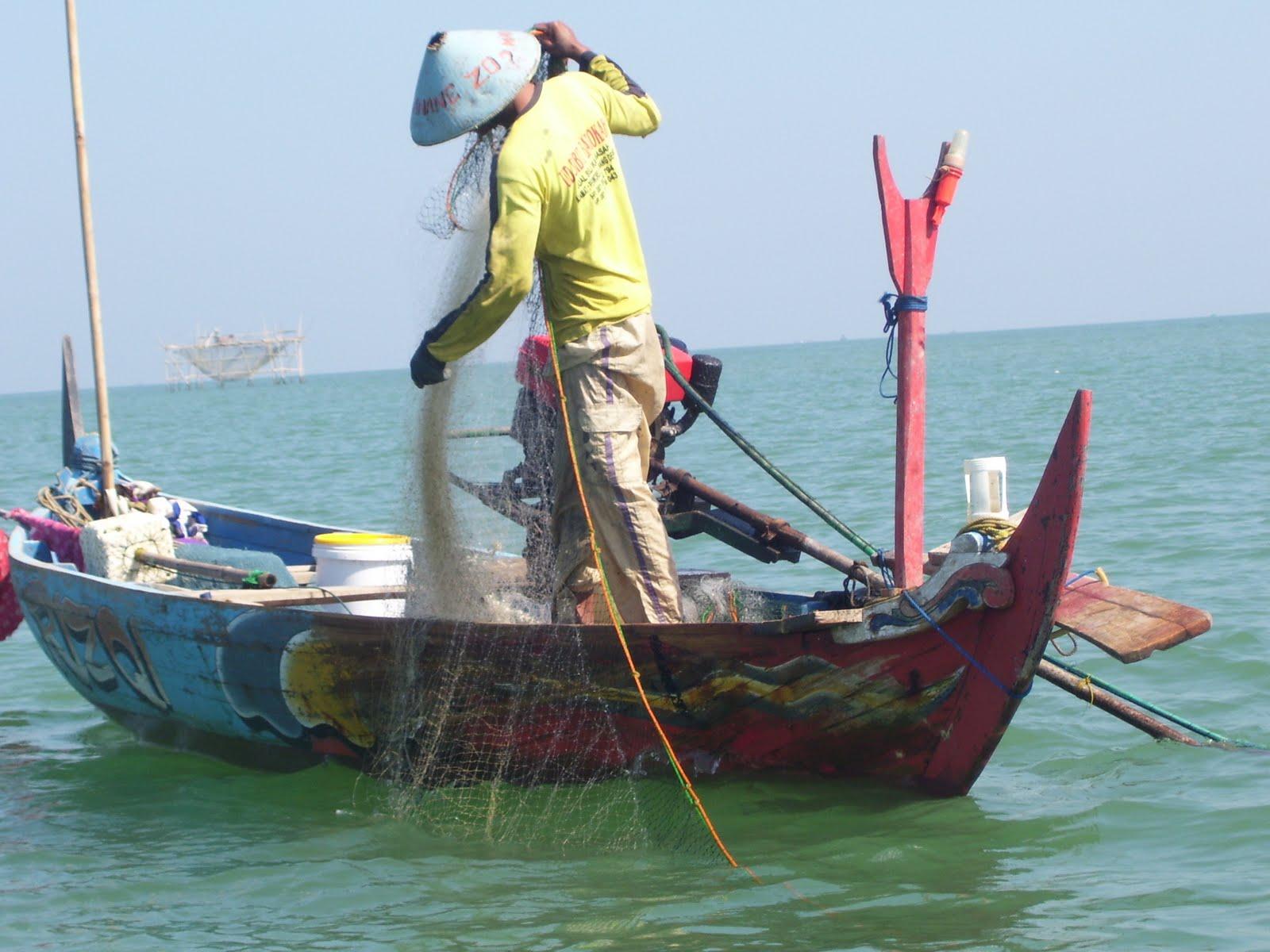 Hasil gambar untuk nelayan