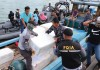 Sebanyak 44 coolbox styrofoam berisi 245.102 ekor benih lobster (BL) yang berhasil diamankan pemerintah melalui Tim F1QR Satgas Gabungan Koarmada 1 dari penyelundupan ilegal, dilepasliarkan di wilayah Senoa, Natuna pada Rabu (13/3) sore. Dok. Humas KKP/Okky Adhitia