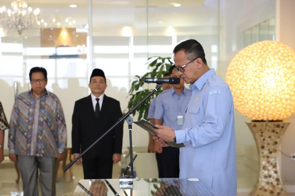 Menteri memberikan pesan kepada pejabat yang baru dilantik (Foto: KKP)