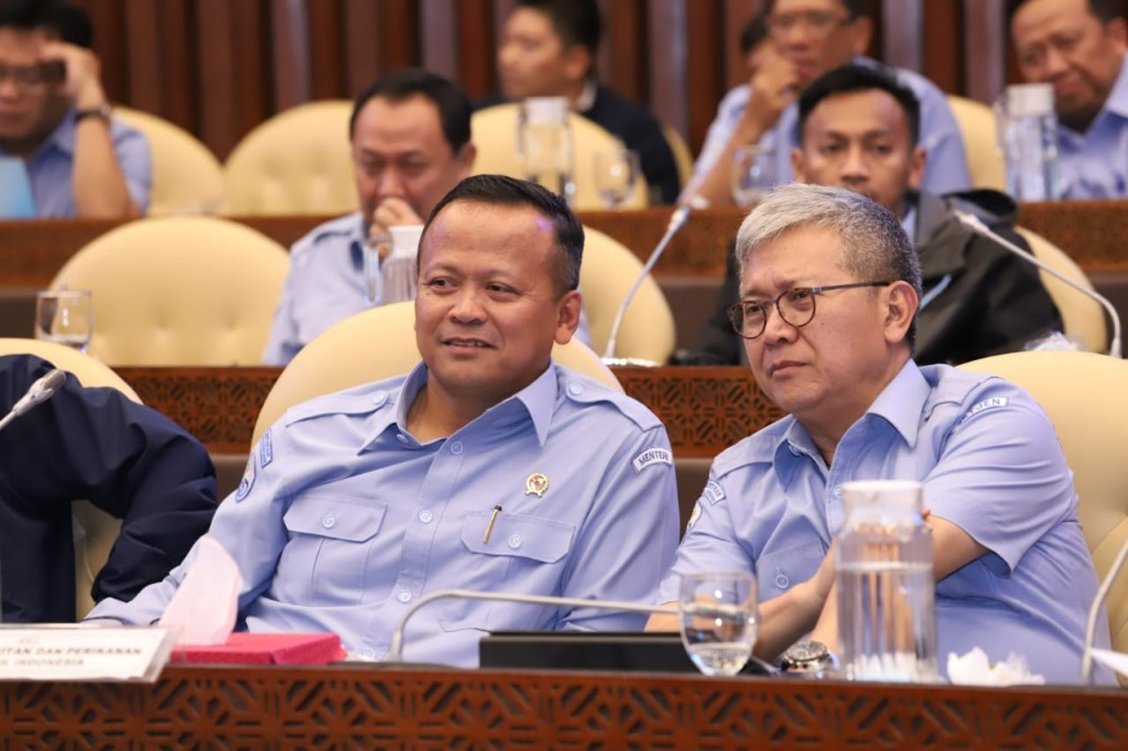 Menteri Edhy bersama Sekjen KKP Nilanto Perbowo (Foto: KKP)
