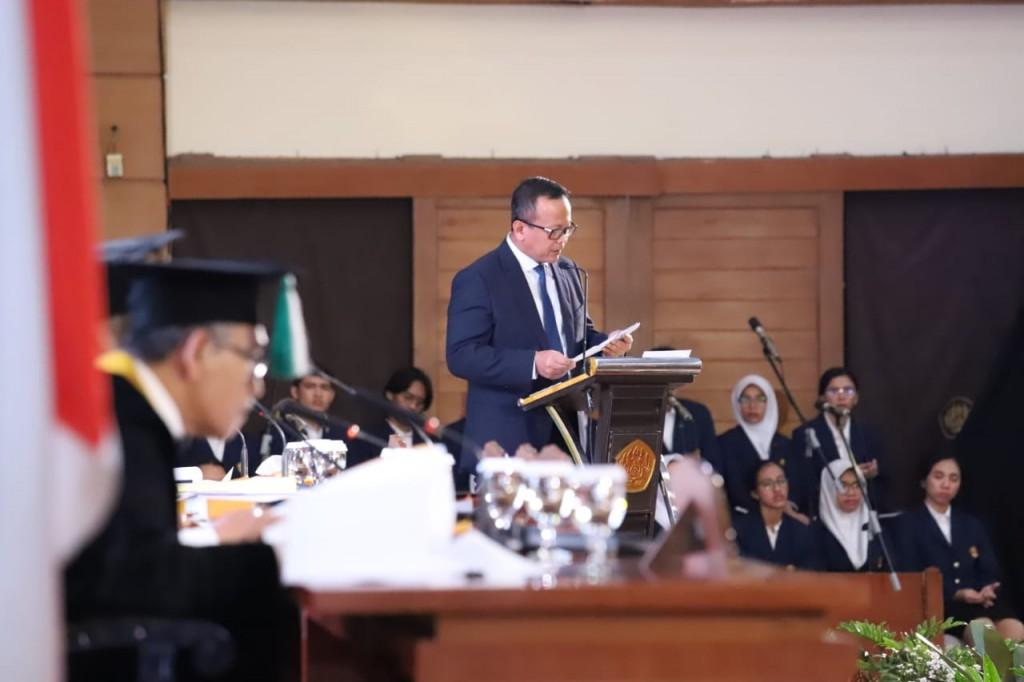 Menteri Edhy saat mempertahankan disertasinya (FotoL KKP)