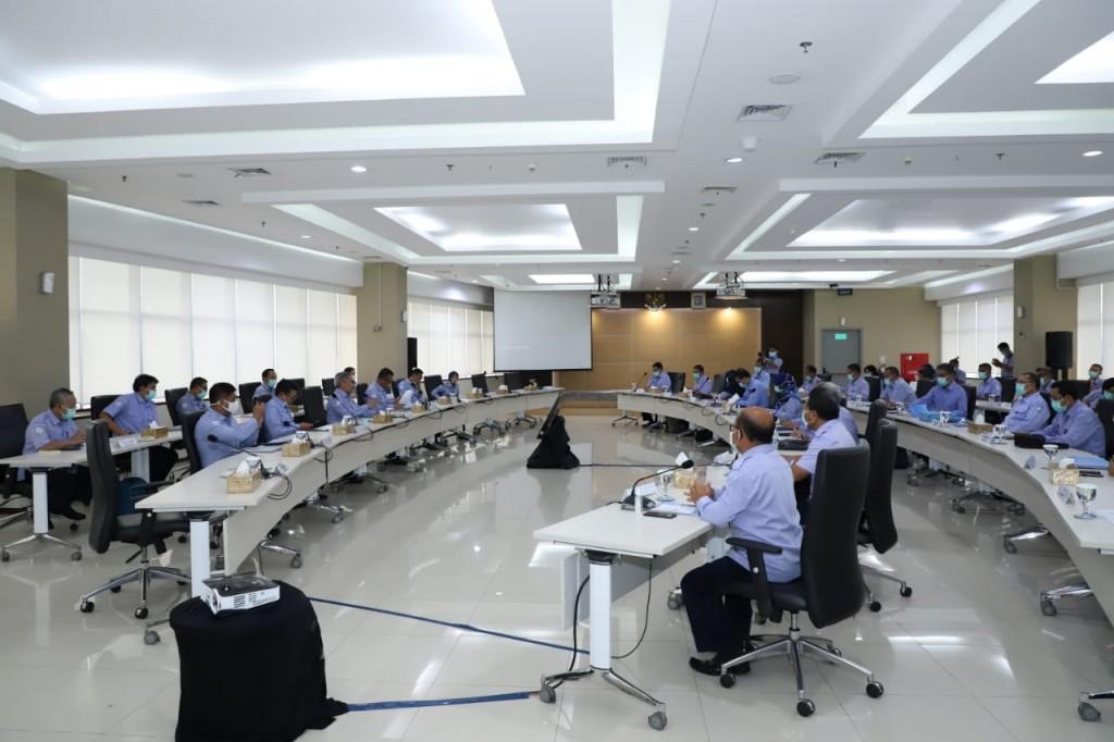 Menteri Edhy melakukan audiensi di hadapan direktur pendidikan kelautan dan perikanan se-Indonesia